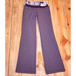Like New Lululemon Grey/Blue Yoga Pants Size 6 Reg
